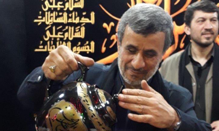 چای دادن احمدی نژاد در هیئت های عزاداری! + عکس