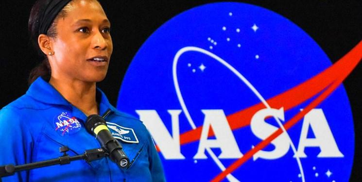 نخستین زنی که در ماه قدم میزند + عکس