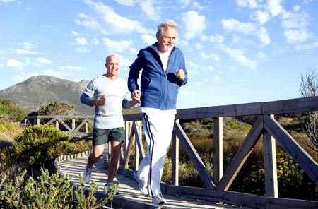 مشکلات جسمی سالمندی را با 6 تمرین ورزشی ضربه فنی کنید