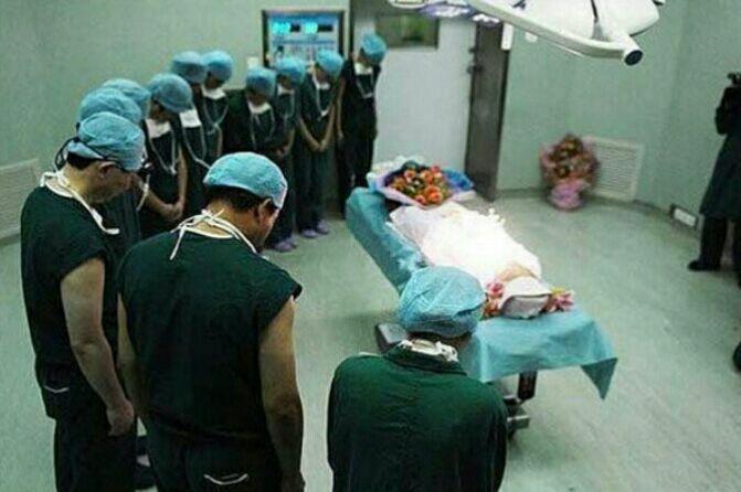تعظیم تیم پزشکی در برابر اهداکنندهی عضو بوشهری + عکس