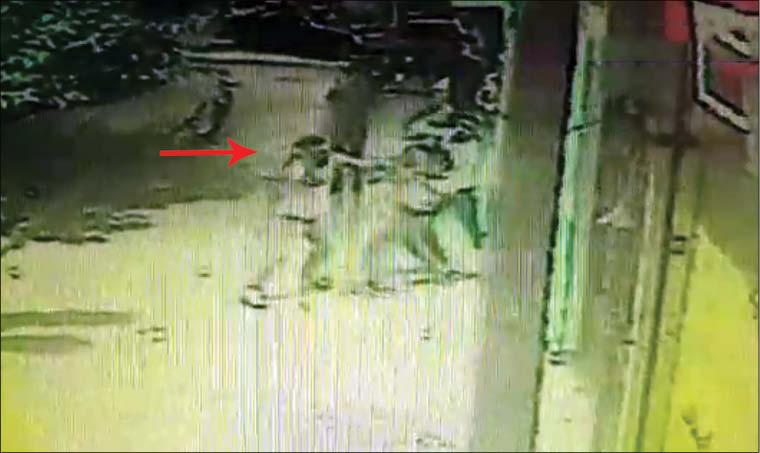قاتل به تماشای فیلم جنایت اش نشست + عکس