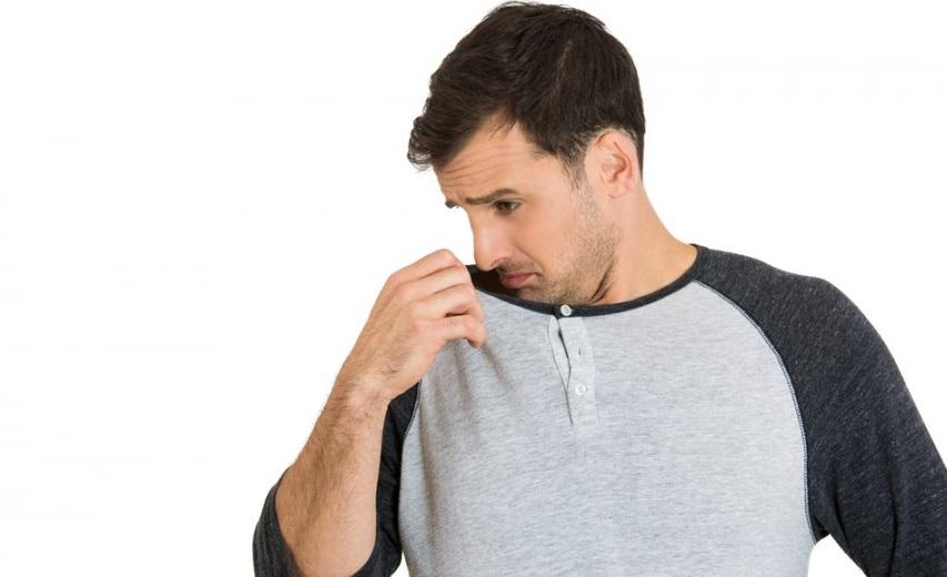 6 دليل براي بوي بد بدن كه باورتان نمي شود