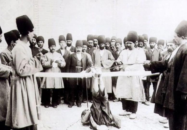فلک کردن در عهد قاجار در ملاء عام + عکس