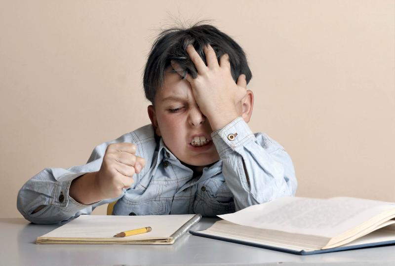 چگونه متوجه شویم کودکمان مشکل تمرکز دارد؟