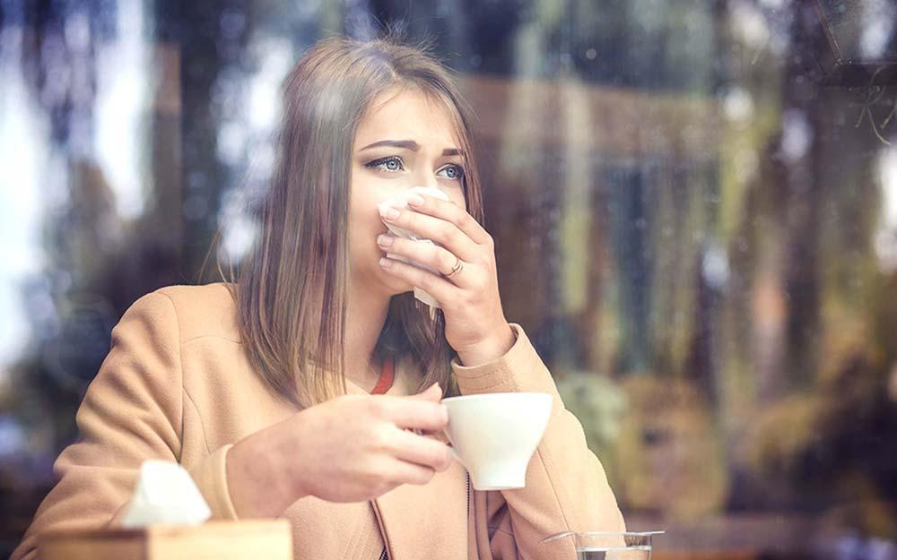 هنگام عطسه، دهان و بینی خود را نبندید