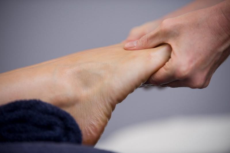 راهكارهاي موثر براي خداحافظي با گرفتگي عضلات پا