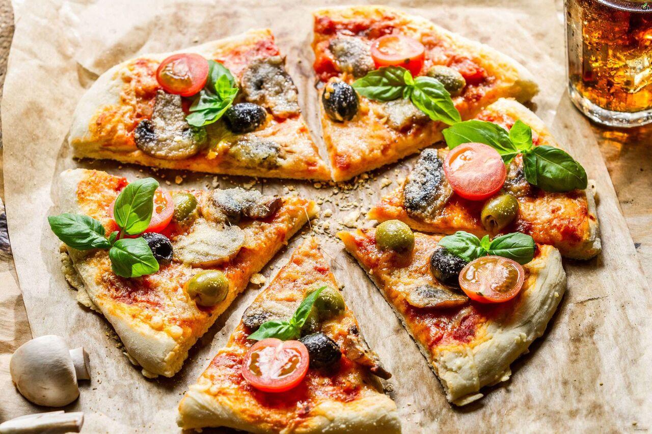 طرز تهيه پيتزاي سبزيجات؛ سالم و منهاي سوسيس و كالباس