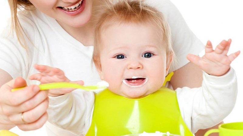 غذای کمکی به «کودک» را از چه زمانی باید شروع کرد؟