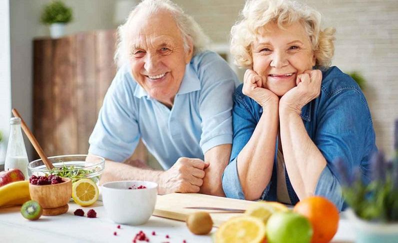10 ماده غذايي مفيد براي افراد بالاي 50 سال