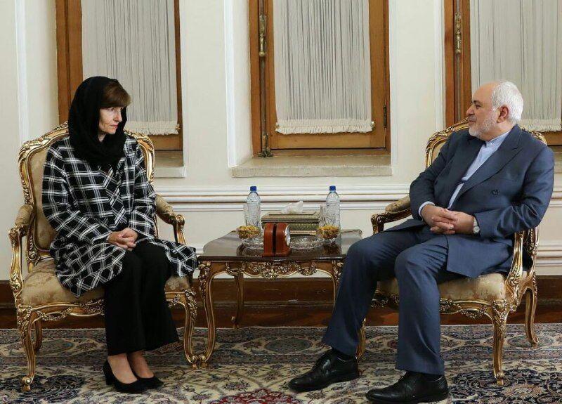تیپ  سفیر جدید استرالیا در روز تقدیم رونوشت استوارنامه خود به محمد جواد ظریف