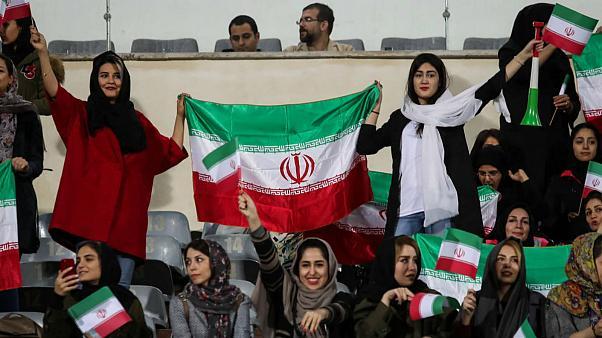 عکاسان زن خارجی اجازه ورود به استادیوم را دارند اما ایرانیها نه + عکس