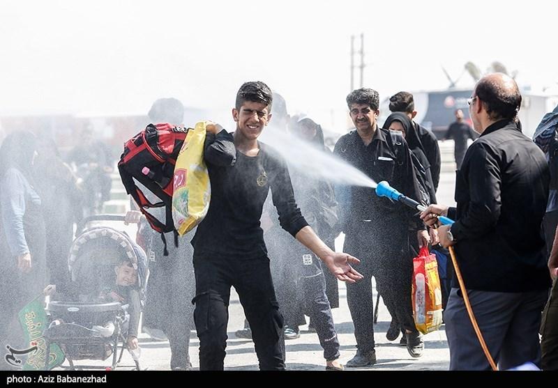 نحوه خنک کردن زائران اربعین در مرز مهران! + عکس