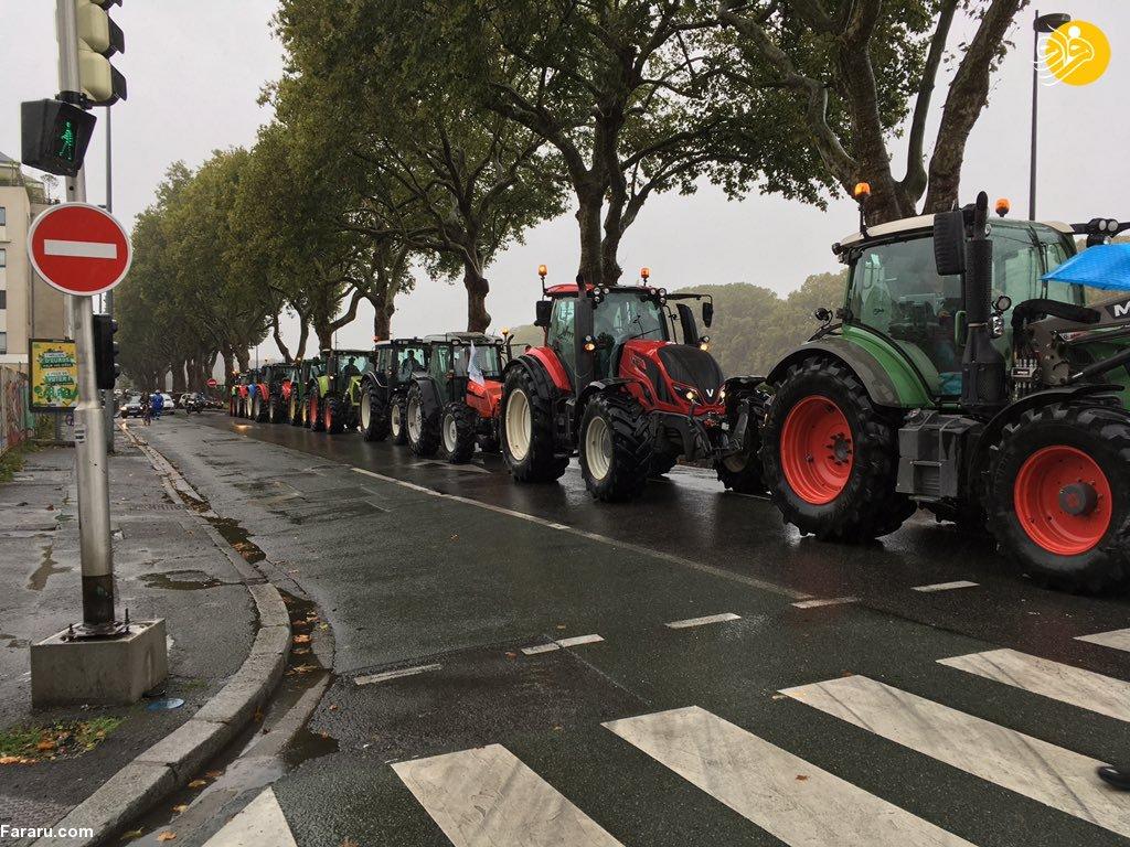 اعتراض کشاورزان فرانسوی با تراکتور به مکرون! + عکس