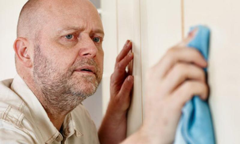 ۱۰ نشانه وسواس نظافت و تميزي را بشناسيد