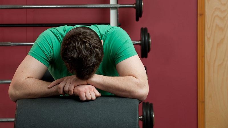 اگر این نشانهها را دارید، فعلا ورزش نکنید