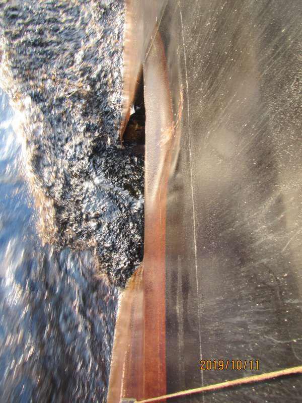 اولین تصاویر از محل اصابت موشک به نفتکش ایرانی + عکس