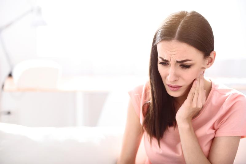 علت درد فک+ ۶ عامل غافلگیر کننده که باید مراقب آن باشید
