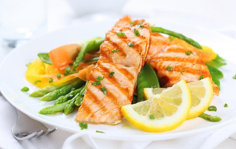 خوراكي هايي كه نبايد با ماهي خورده شود
