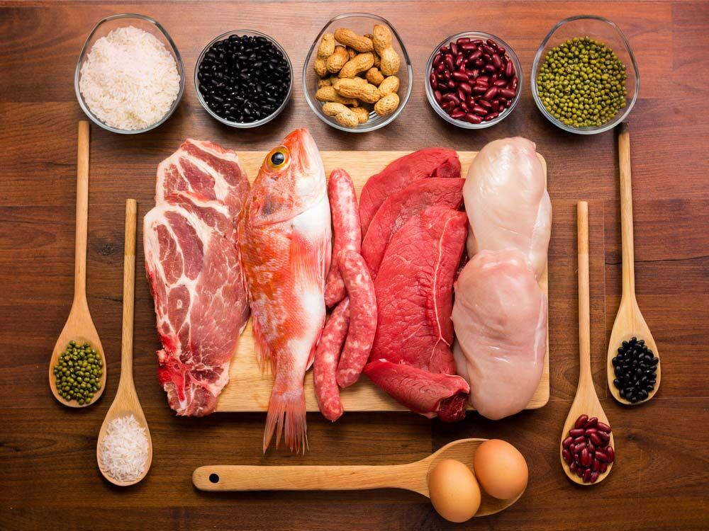 علائمی که می گویند بیش از حد پروتئین مصرف می کنید