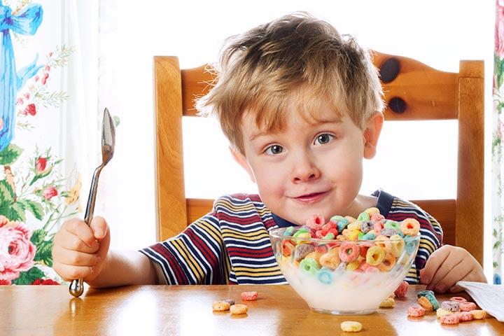 مضرترین خوراکیهایی که اغلب به کودکانمان میدهیم