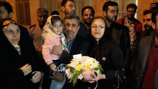 جشن تولد احمدینژاد با هوادارانش در شب شهادت! + عکس