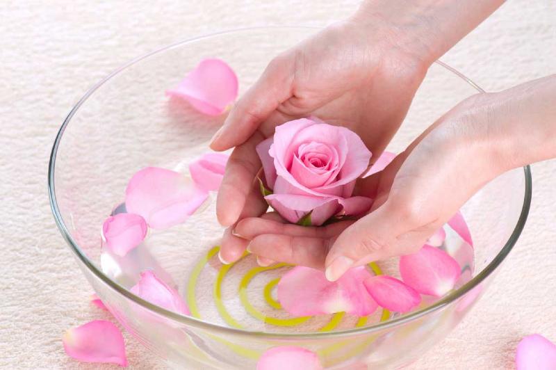 پوستی جوانتر، جسمی سالم تر و روانی آرام تر با گلاب + نحوه مصرف
