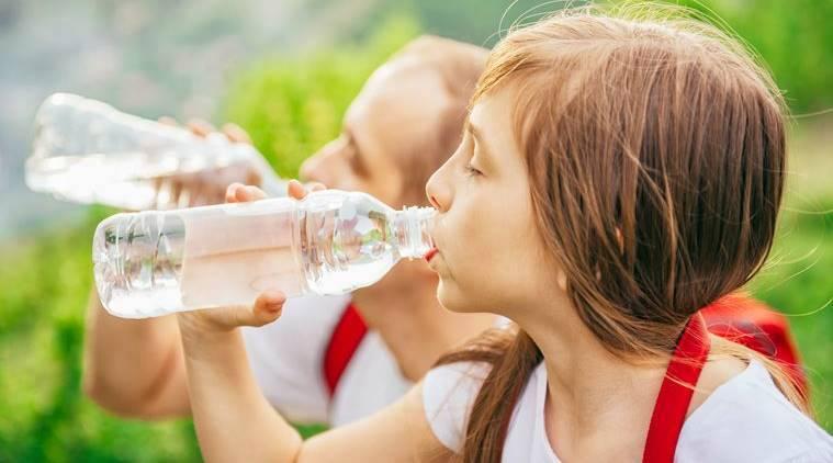 آيا نوشيدن آب واقعا نقشي در كاهش وزن دارد؟