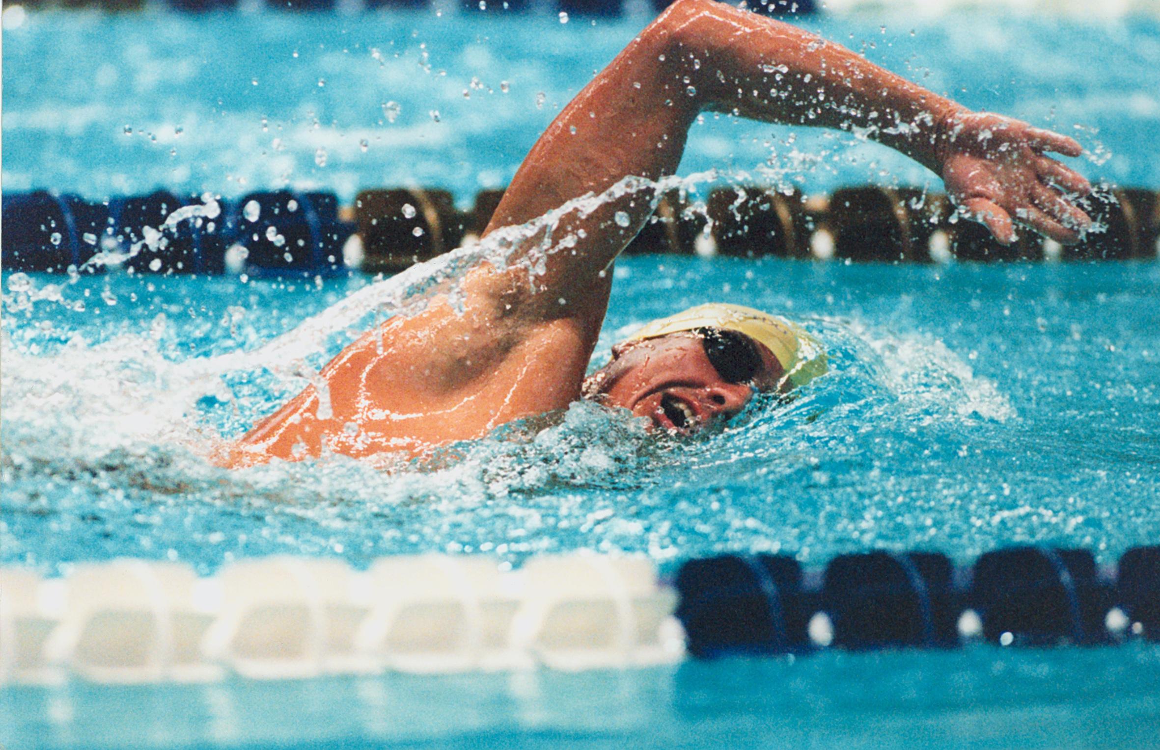 شنا چه مقدار کالری میسوزاند؟