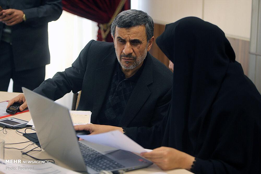 گوشی فوق ساده محمود احمدی نژاد! + عکس