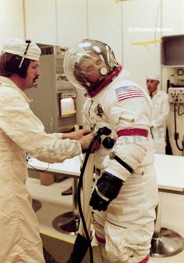 فضانوردان چگونه بینی خود را می خارانند؟! + عکس