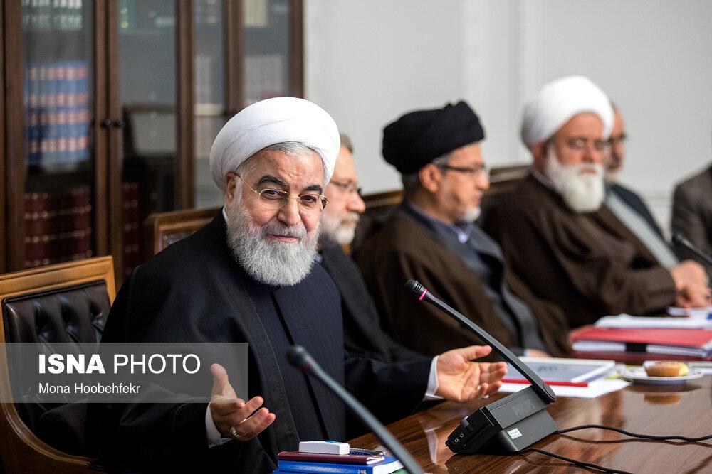 لبخند روحانی  در جلسه انقلاب فرهنگی + عکس