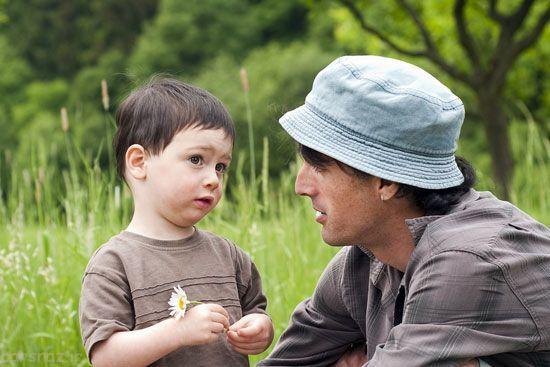 چطور کودک را متقاعد کنیم درباره اتفاقات خوب و بدش با ما صحبت کند؟