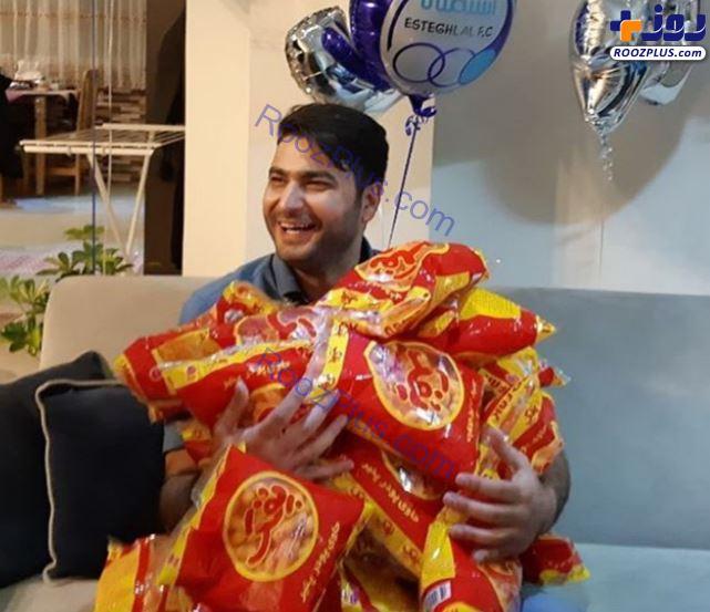پفک، هدیه تولد برای آقای مجری! + عکس