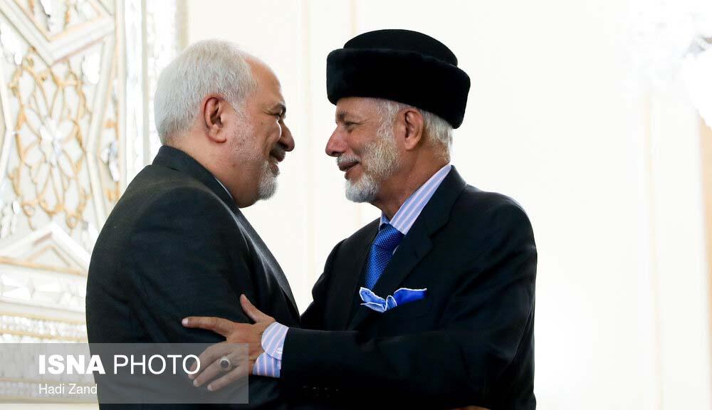 خوش و بش ظریف و وزیر خارجه عمان + عکس