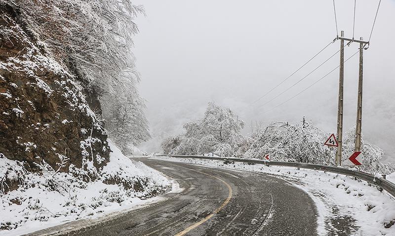برف و باران در جادههای ۴ استان