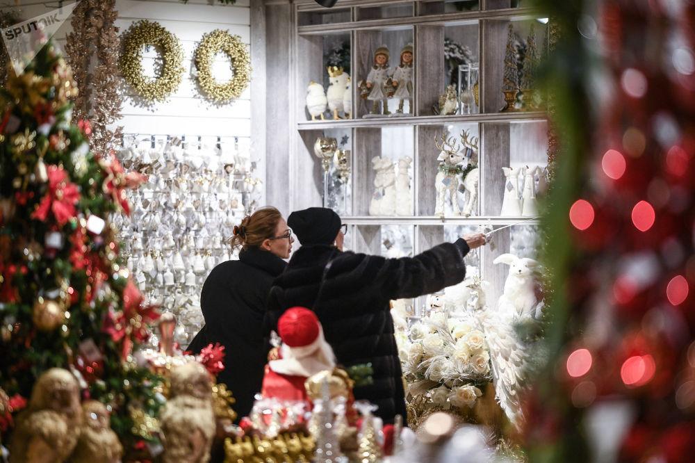 مسکو حال و هوای کریسمس به خود گرفت + عکس