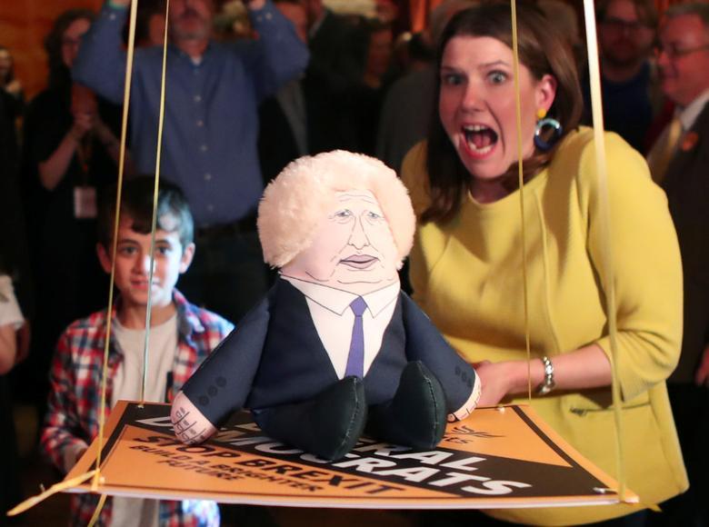 واکنش سیاستمدار انگلیسی به عروسک بوریس جانسون + عکس