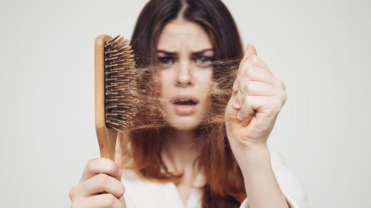 ۱۰ گیاهی که به درمان ریزش مو کمک میکنند