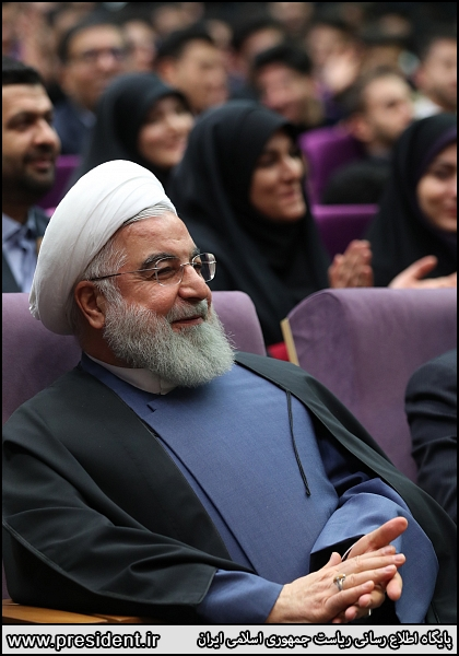 لبخند روحانی در جو آرام دانشگاه فرهنگیان + عکس