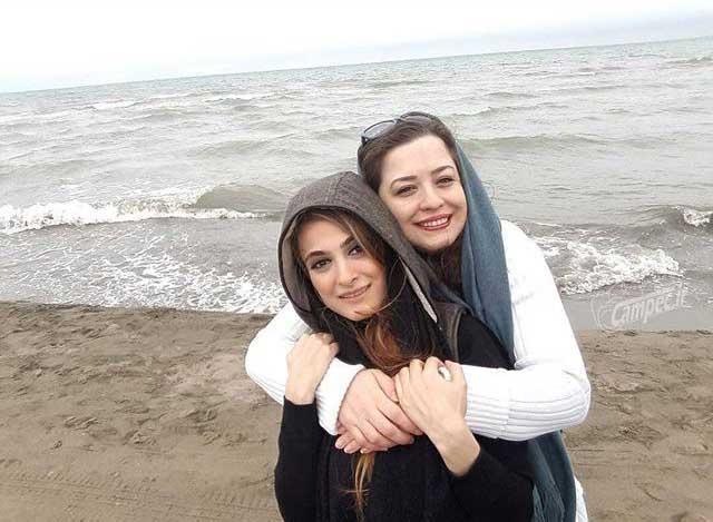 خانم بازیگر به همراه دوستش در کنار ساحل دریا + عکس ...