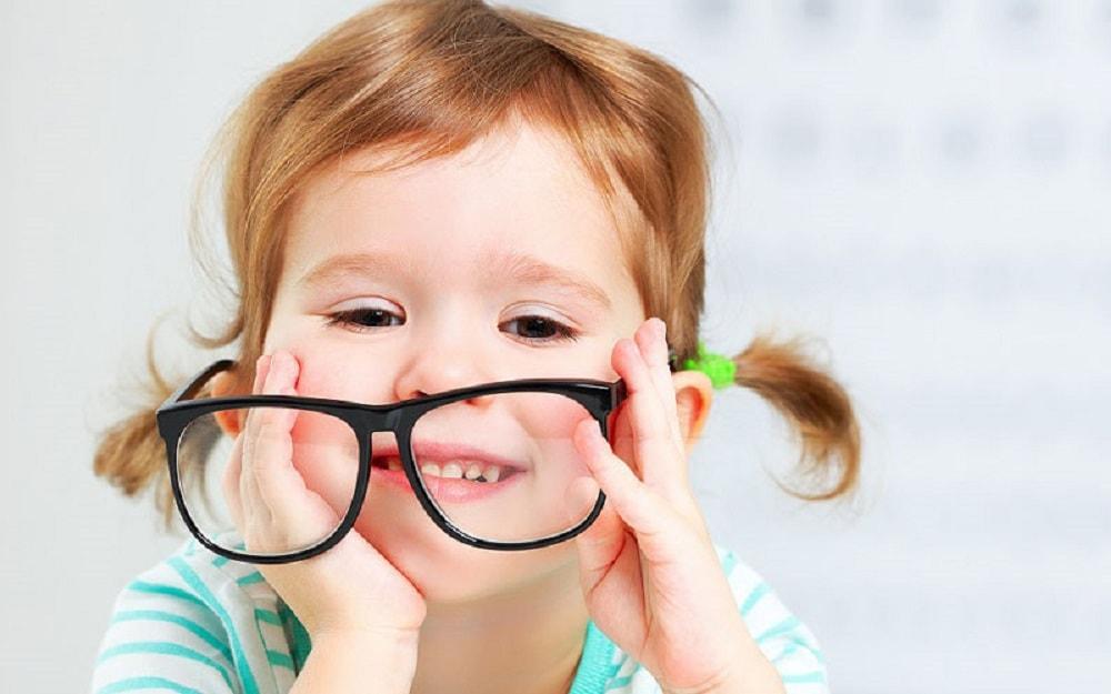 چگونه کودکان را قانع کنیم، عینک بزنند؟