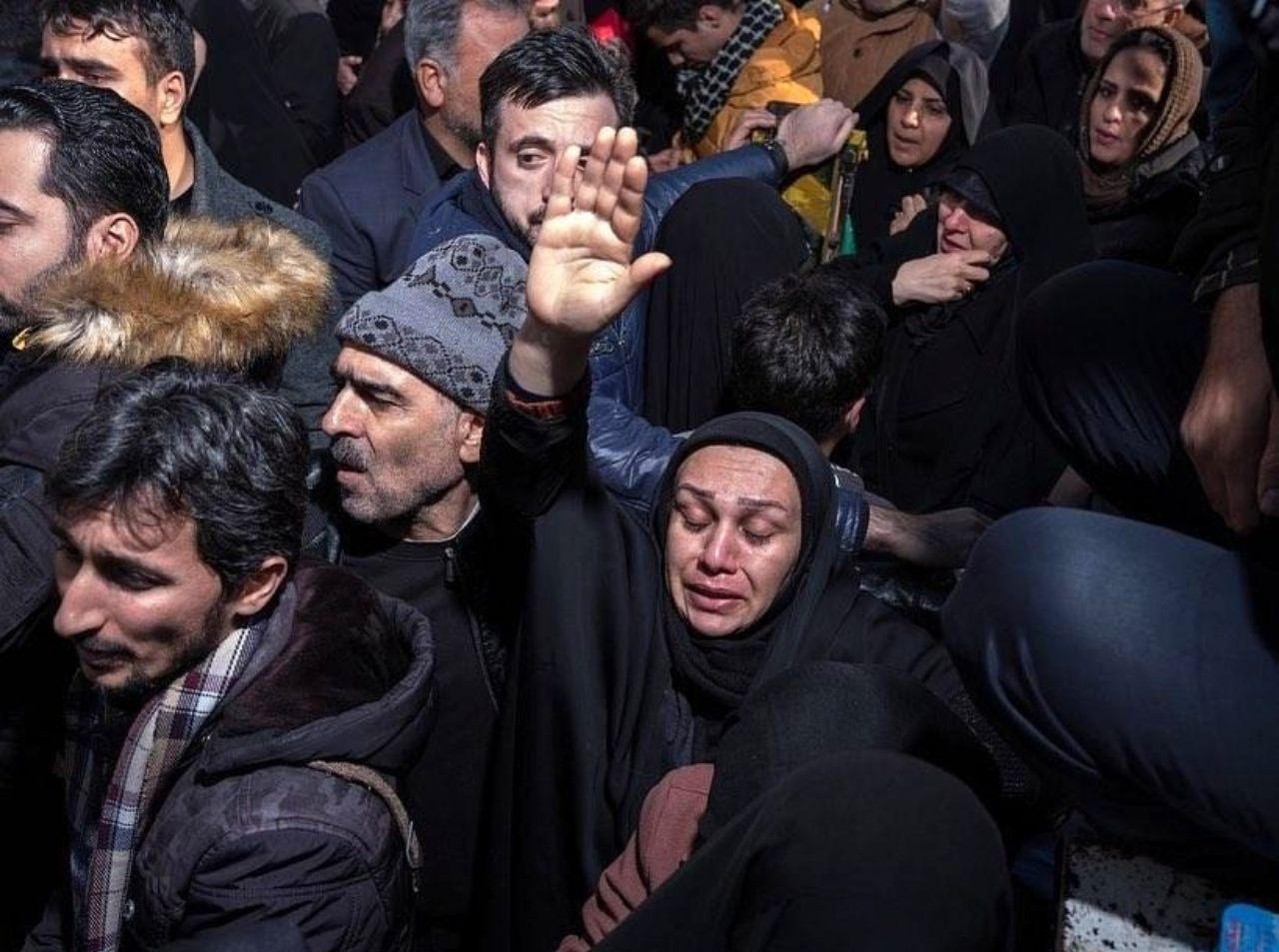 ادای احترام مردم ایران به سپهبد شهید سلیمانی در نشریه تایم + عکس