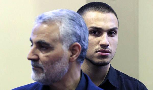 آقازاده دهه هفتادی در کنار سردار سلیمانی + عکس