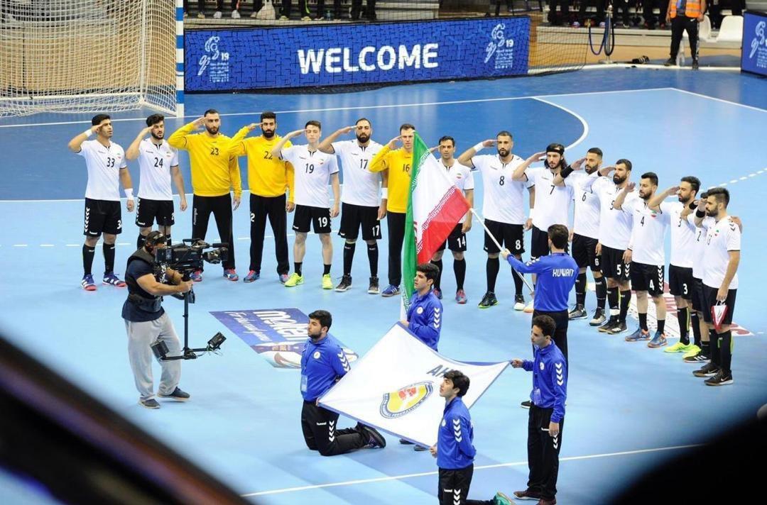 سلام نظامی ملیپوشان هندبال به پرچم ایران + عکس