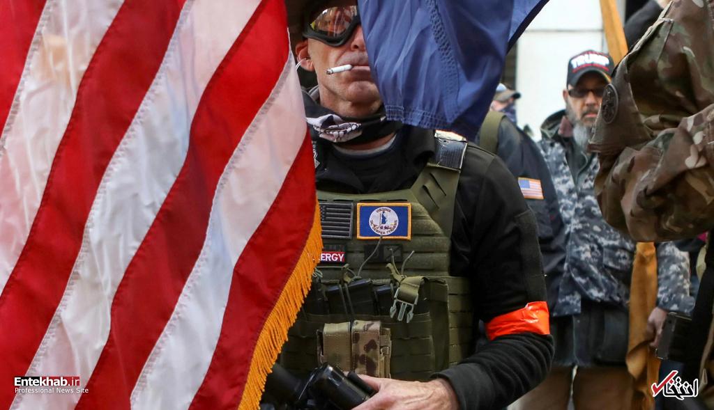 ژست یک طرفدار حمل اسلحه در ویرجینیا آمریکا + عکس