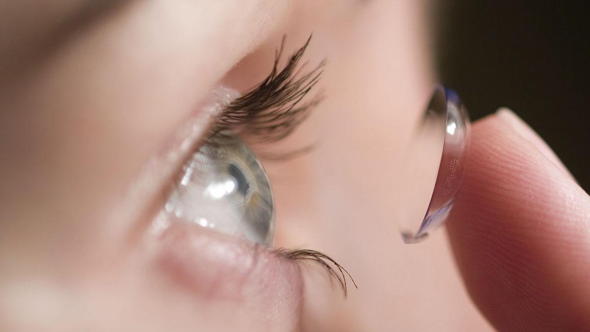 با برترین برند لنز طبی رنگی در بازار و مشخصات محصولات آنها آشنا شوید
