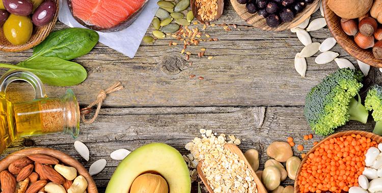 چه غذاهایی کلسترول بد خون را پایین میآورند