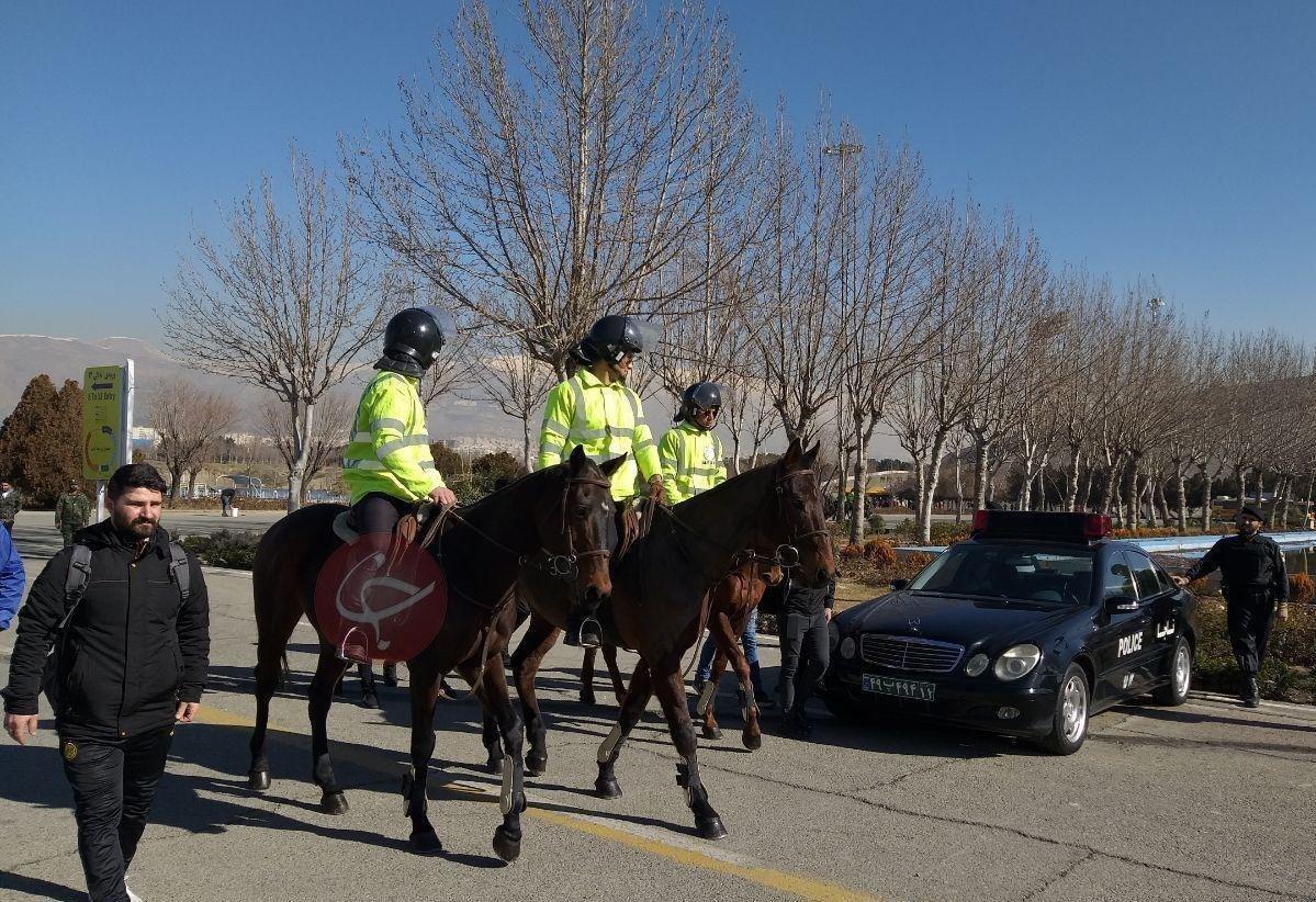 حضور پلیس اسبسوار در ورزشگاه آزادی + عکس