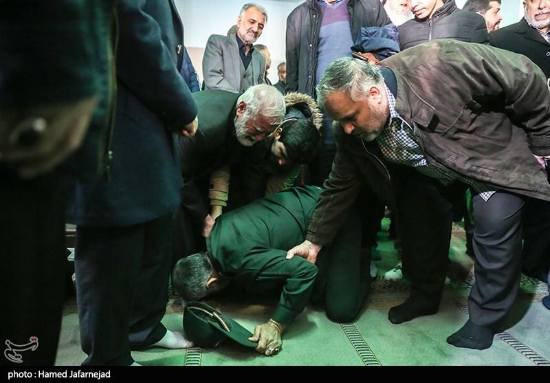 ادای احترام به پدر شهید مدافع حرم اصغر پاشاپور + عکس