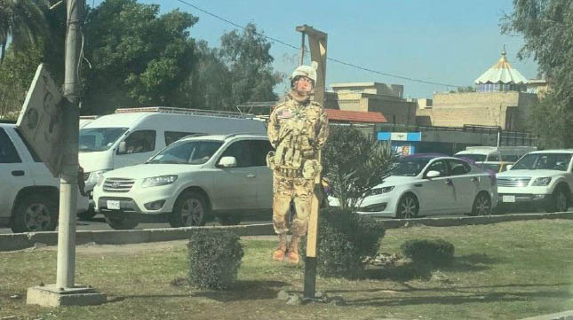 نصب آدمک اعدام شده نظامی آمریکایی در بغداد + عکس